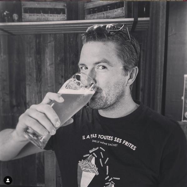 Olivier boit des bières